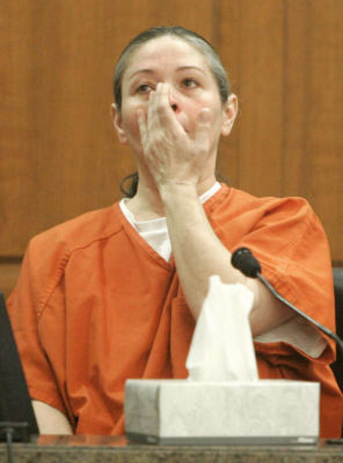 Clara Harris, convicted of running over her husband, David, in July 2002, becomes emotional on the stand Tuesday. Photo: PAT SULLIVAN, AP
