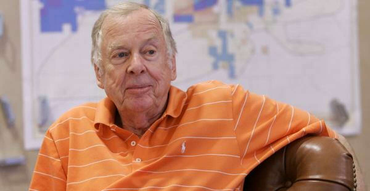 It won't take long to count the votes next week on a plan that would help billionaire T. Boone Pickens deliver Panhandle water to growing north Texas communities. Just two people, Pickens' ranch manager and his wife, will cast ballots Nov. 6 to confirm the creation of a Fresh Water Supply District in Roberts County.