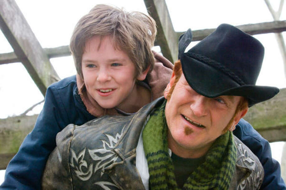 "Freddie Highmore stars as musically gifted August Rush and Robin Williams stars as Maxwell ""Wizard"" Wallace in  the music-driven drama August Rush. Photo: Abbot Genser, Warner Bros. Pictures"