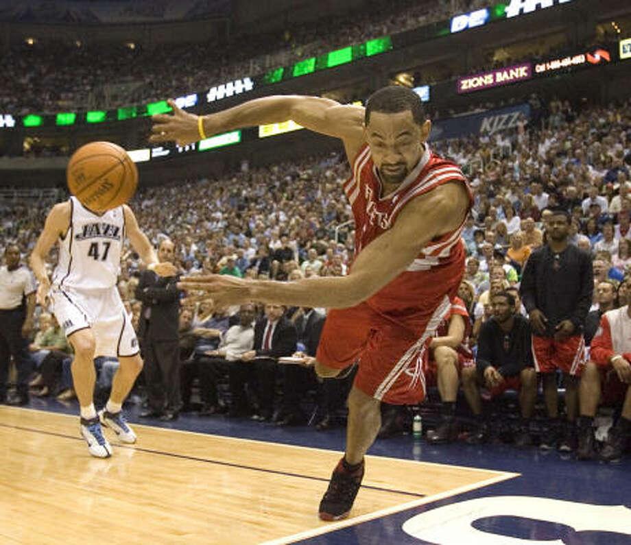 Juwan Howard and the Rockets have had plenty of stumbles in Salt Lake City, Utah. Photo: Smiley N. Pool, Chronicle
