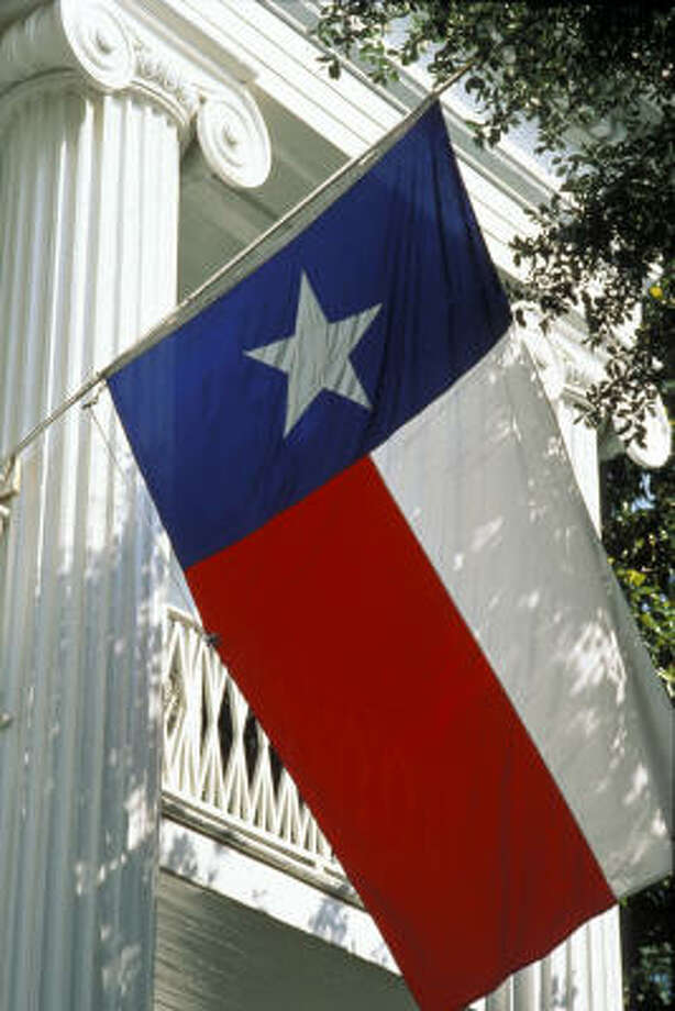 The Texas flag flies in front of Governor's Mansion in Austin. Photo: Austin Convention And Visitors Bureau