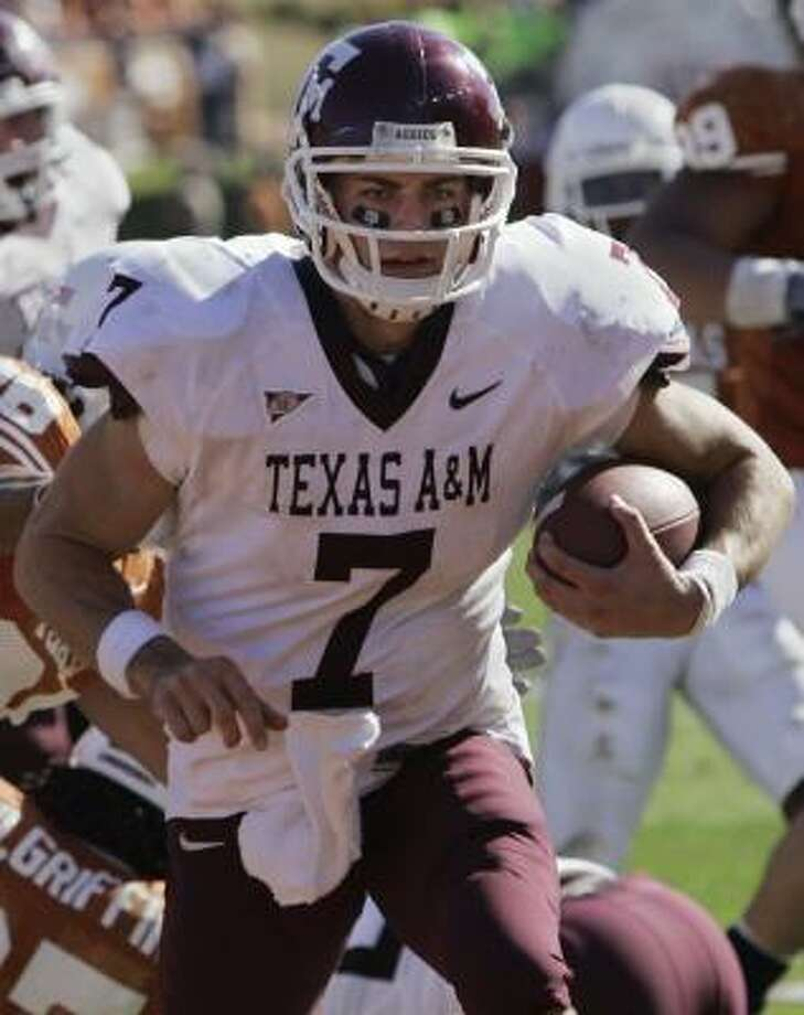 Texas A&M junior quarterback Stephen McGee has shown he can do it all — run, pass and win. Photo: HARRY CABLUCK, ASSOCIATED PRESS