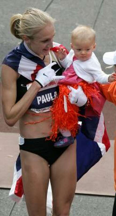Paula Radcliffe celebrates with her daughter Isla after winning the women's New York City Marathon. Photo: MIKE STOBE, GETTY IMAGES