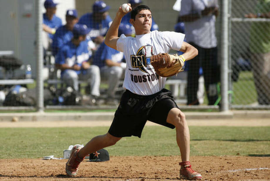 Houston RBI player, David Munoz, received top honors as best catcher on MLB Workout Day. He defeated catchers from teams across the US, including Chicago, Los Angeles and Cleveland. Photo: Courtesy Houston RBI