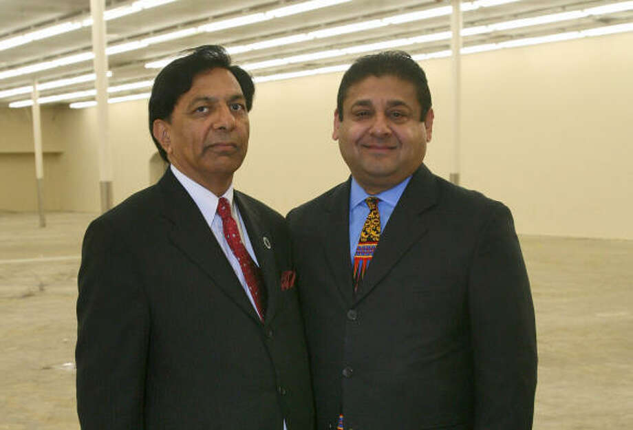 Manzoor Memon, left, and Ghulam Bombaywala are spearheading the creation of the Pakistani Community Center. Photo: Bill Olive, For The Chronicle