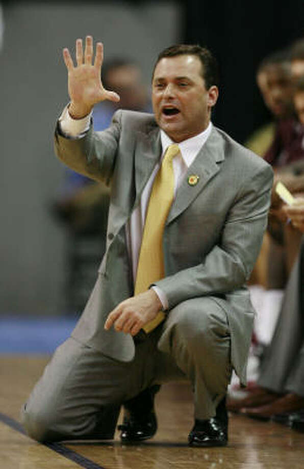 Billy Gillispie can expect a pay raise, either to stay at Texas A&M or by jumping to Arkansas. Photo: James Nielsen, Chronicle