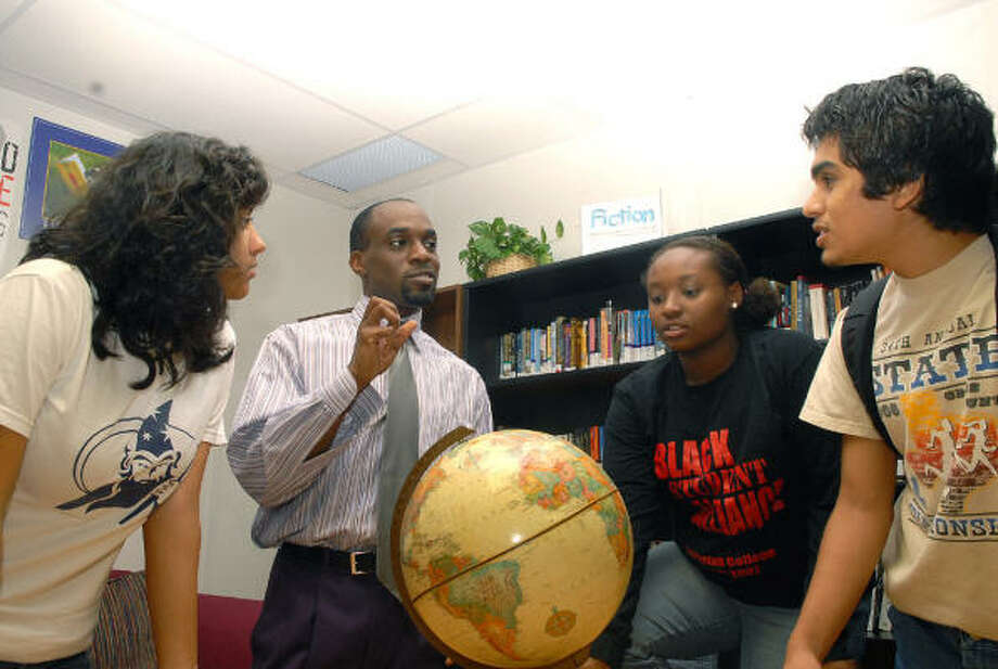 Teacher Victor Udoewa, center, of Missouri City discusses languages spoken in Ghana with 11th-graders Gaby Quiroz, left, Leah Davis and Ernest Perez Jr. at YES College Preparatory School. Students are raising funds to perform community services in Ghana and India. Photo: Ernie Chan, For The Chronicle