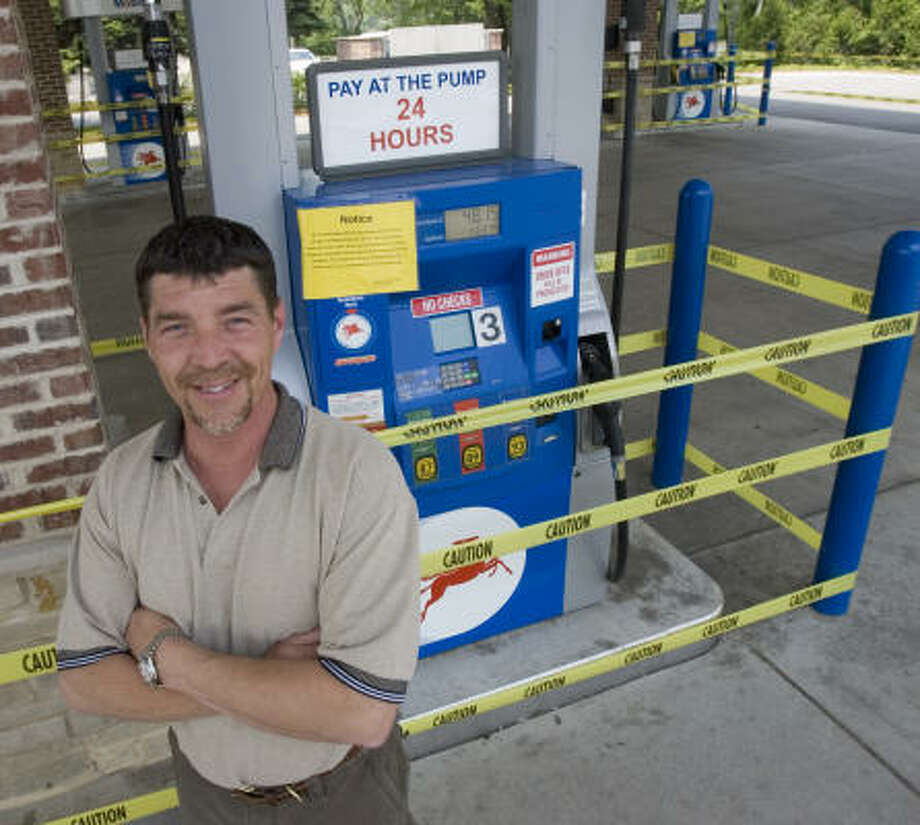 Service station manager John Schwartz taped off his pumps in protest to gas prices in Mequon, Wis. Photo: Morry Gash, Associated Press