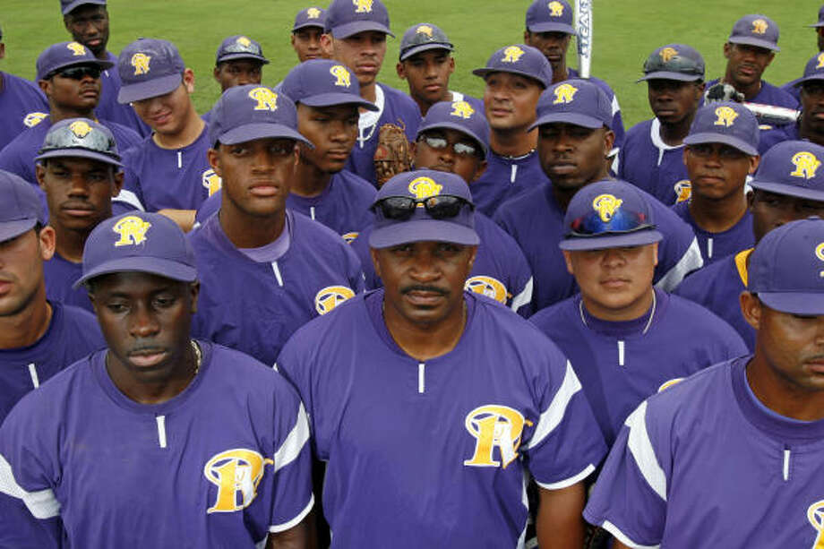 Prairie View A&M coach Michael Robertson, center, has guided the Panthers to consecutive Southwestern Athletic Conference tournament titles. Photo: Johnny Hanson, For The Chronicle