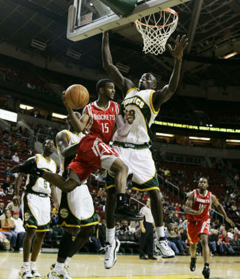 The Rockets scored 17 fast-break points against the Seatle SuperSonics on Saturday in the team's 117-94 win. Photo: Ted S. Warren, AP
