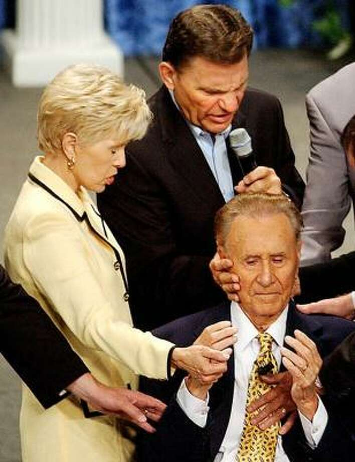 Televangelists Gloria and Kenneth Copeland pray for Oral Roberts. Photo: KELLY KERR, TULSA WORLD