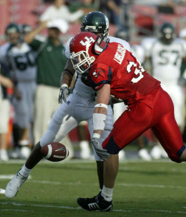 Cody Lubojasky (shown breaking up a pass against Tulane in 2006) missed a chance to score on Saturday on another play. Photo: Jessica Kourkounis, For The Chronicle
