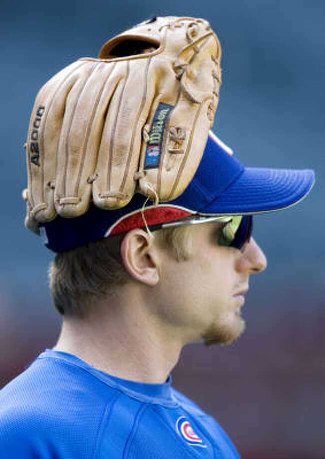 It's just a small sample, but two out of three forecasters here say Mike Fontenot and the Cubs will beat the Diamondbacks in their division series. Photo: Rob Schumacher, Arizona Republic
