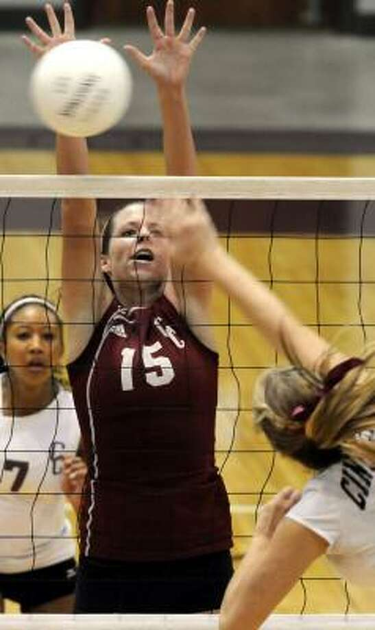 Clear Creek and Shannon Coursen hold their ground during Friday's match. Photo: KIM CHRISTENSEN, :FOR THE CHRONICLE