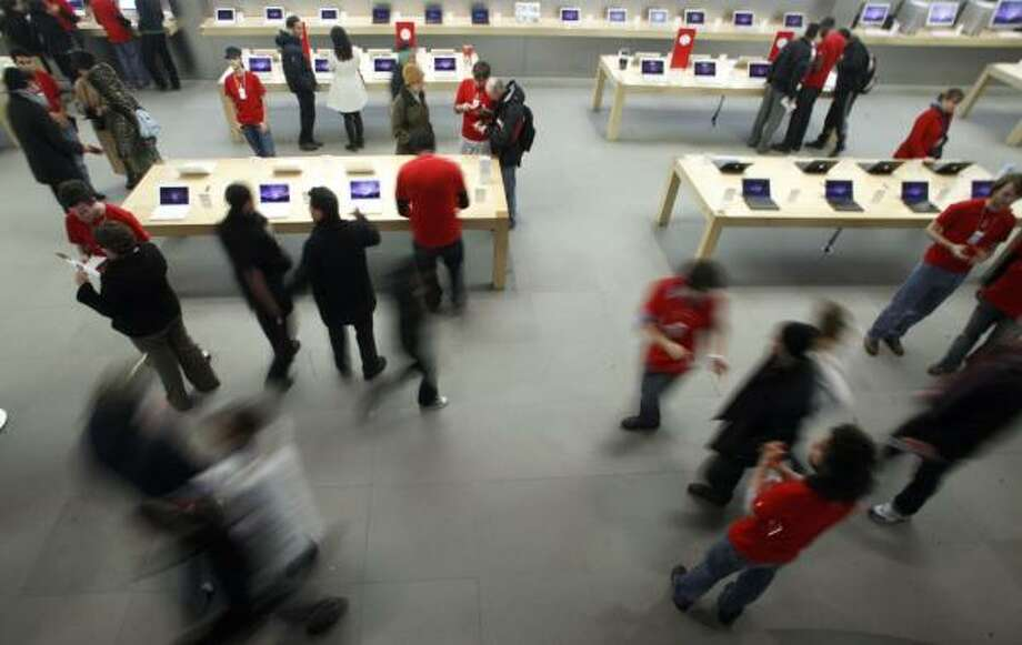 Dedicated customers shop at the Apple Store on New York City's Fifth Avenue soon after midnight on Black Friday. The company has revamped its 201 stores to draw more visitors. Photo: JIN LEE, ASSOCIATED PRESS