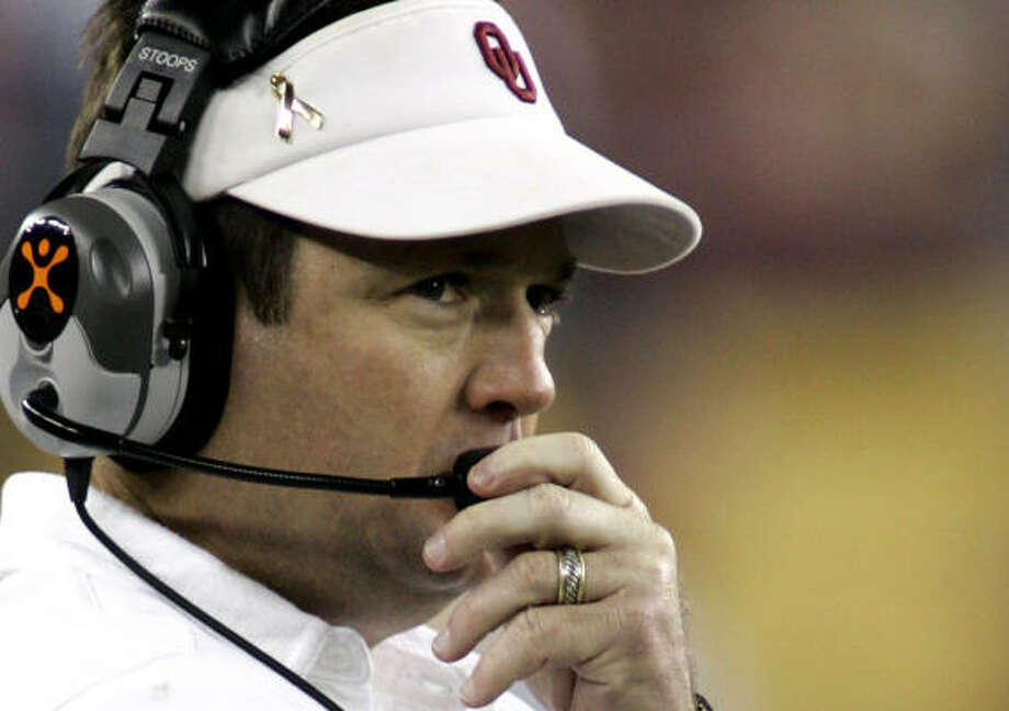 Oklahoma head coach Bob Stoops, a Bryant Award candidate, led the Sooners to the Big 12 title. Photo: Ted S. Warren, AP
