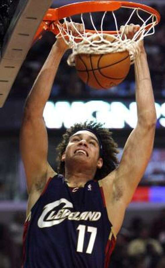 Cleveland's Anderson Varejao slams home two points Saturday in Chicago against the Bulls. Photo: NAM Y. HUH, AP