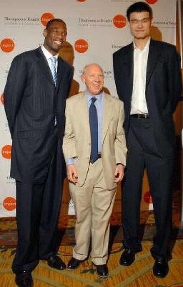 Mayor Bill White, 5-foot-9, joined Dikembe Mutombo, 7-foot-2, left, and Yao Ming, 7-foot-6, at a charity benefit Thursday night at The Houstonian, where $75,000 was raised for the Biamba Marie Mutombo Hospital in Kinshasa, Congo. Photo: DAVE ROSSMAN, FOR THE CHRONICLE
