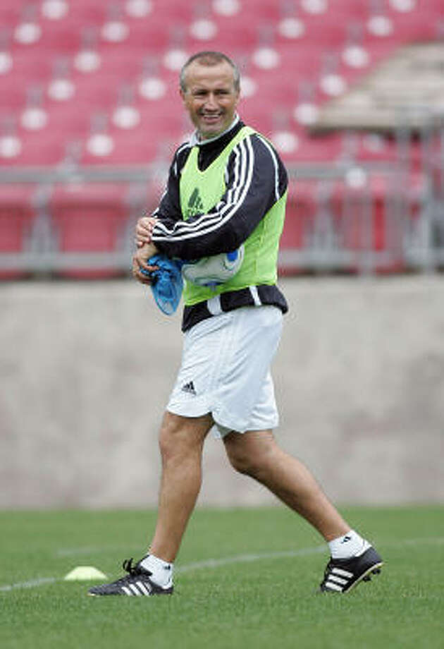Dominic Kinnear takes a uniquely hands-on approach to coaching the Dynamo, often joining his players in drills. Photo: James Nielsen, For The Chronicle