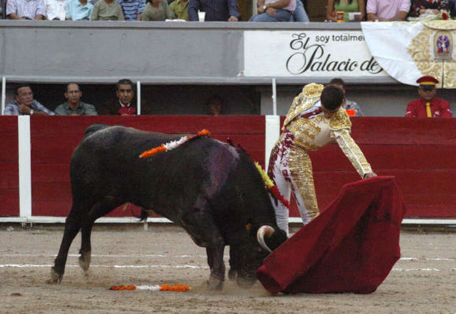 Jairo Miguel, a 14-year-old Spanish bullfighter, performs in Aguascalientes, Mexico, on Sunday. Miguel came an inch from likely death when the bull rushed him at top speed and lifted him on its horns. Photo: Periodico Hidrocalido, AP