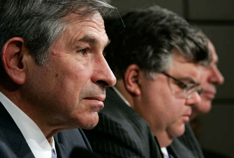 World BankPresident Paul Wolfowitz, left at the IMF news conference on Sunday. Photo: Alex Wong, Getty Images