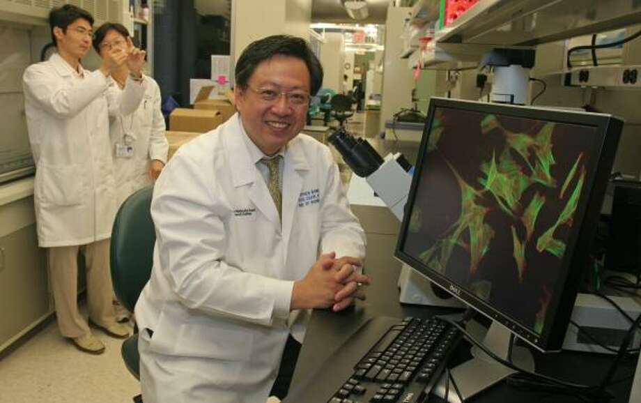 Recruited to The Methodist Hospital from Harvard University, bioinformatics director Stephen Wong is part of a new wave of pioneers seeking to use increasing computer power and a load of new patient information to someday create individually tailored treatment. Photo: GARY FOUNTAIN, FOR THE CHRONICLE