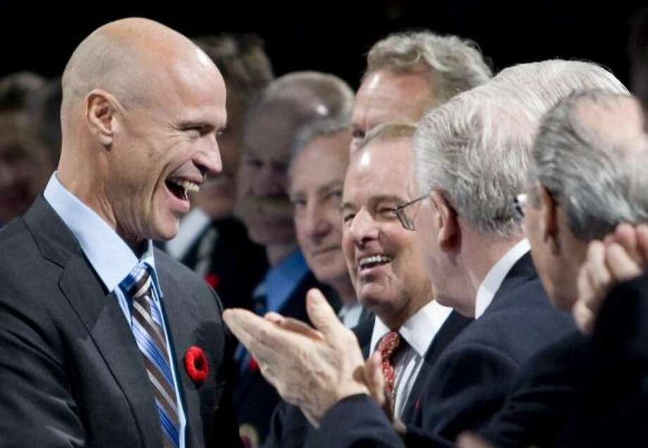 Mark Messier, left, wants to return to the NHL in someone's front office. Photo: Adrian Wyld, Canadian Press