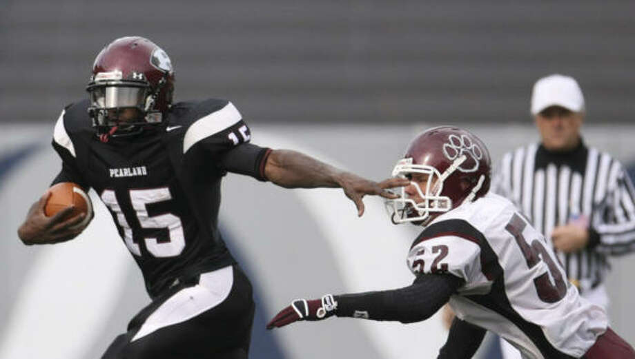 Pearland's Sam Proctor, left, shows off some of his moves during a game against Cy-Fair. Next stop for the Oilers' star is Sooner Nation. Photo: KAREN WARREN, Chronicle