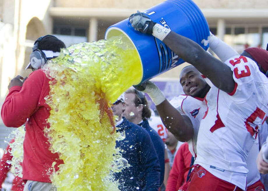 Houston coach Kevin Sumlin is doused after the 34-28 Armed Forces bowl win. He said that the win fulfillled his desire that the UH seniors be remembered for something positive. Photo: Billy Smith II, Chronicle