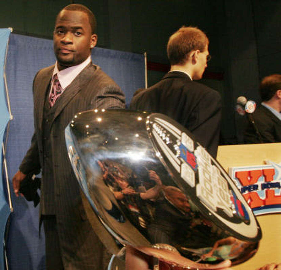 Less than a month after picking up a trophy as top NFL rookie, Vince Young learned he would be a Pro Bowl participant. Photo: Alex Brandon, AP