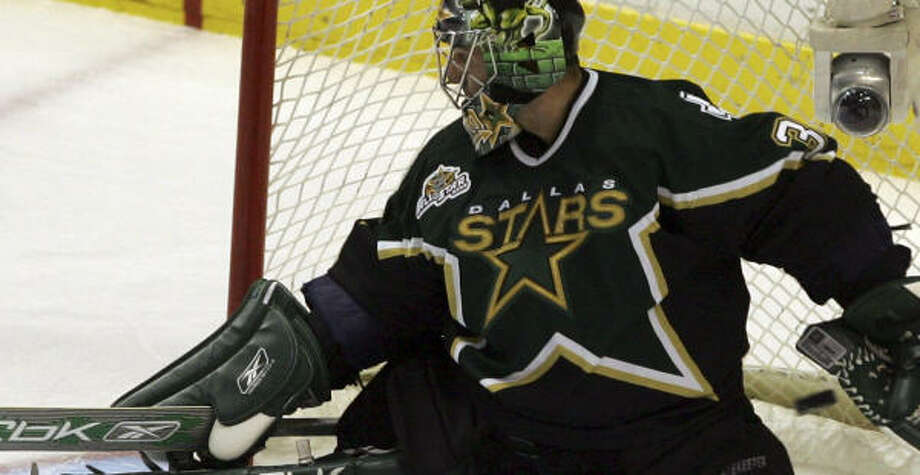 St. Louis kept the pressure on Stars goalie Marty Turco Monday night. Photo: LM Otero, AP