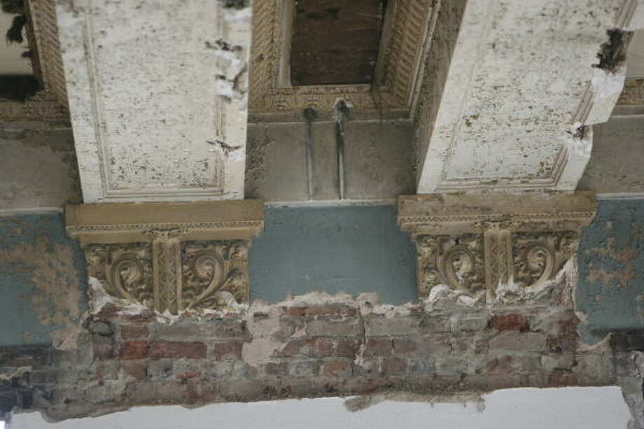 Detail of ornate molding that was hidden for years is shown at the 1910 Harris County Courthouse. Some parts of the interior have been remodeled several times. Photo: KAREN WARREN, CHRONICLE