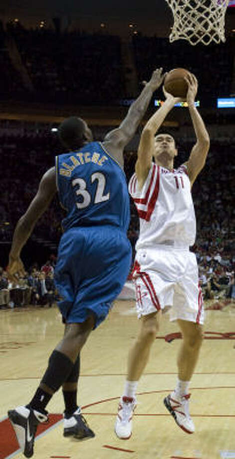 Yao Ming, right, shoots over Wizards center Andray Blatche in the second quarter. Photo: James Nielsen, Chronicle