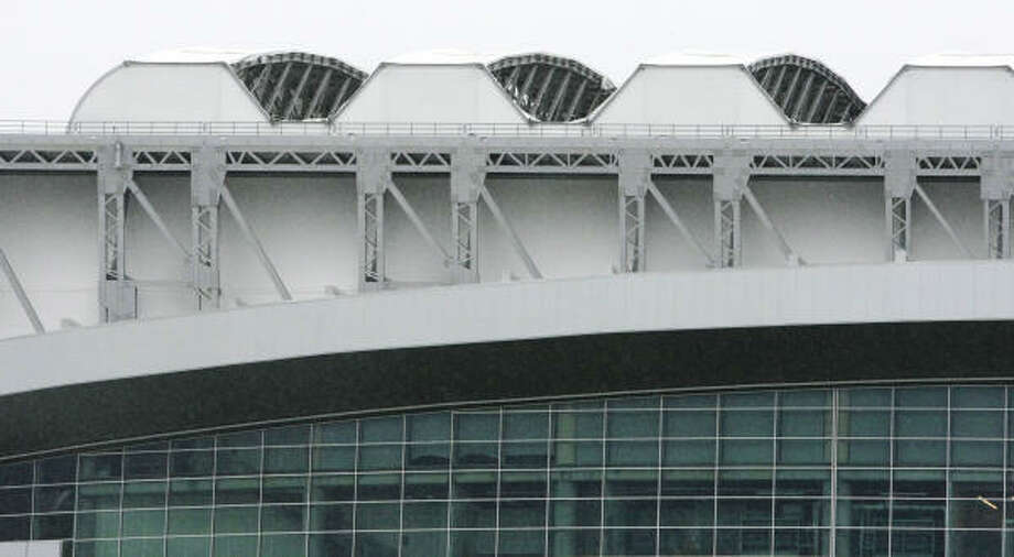 The damaged Reliant Stadium roof weighs 3,000 tons, one-third the figure for Minute Maid Park. Photo: Billy Smith II, CHRONICLE