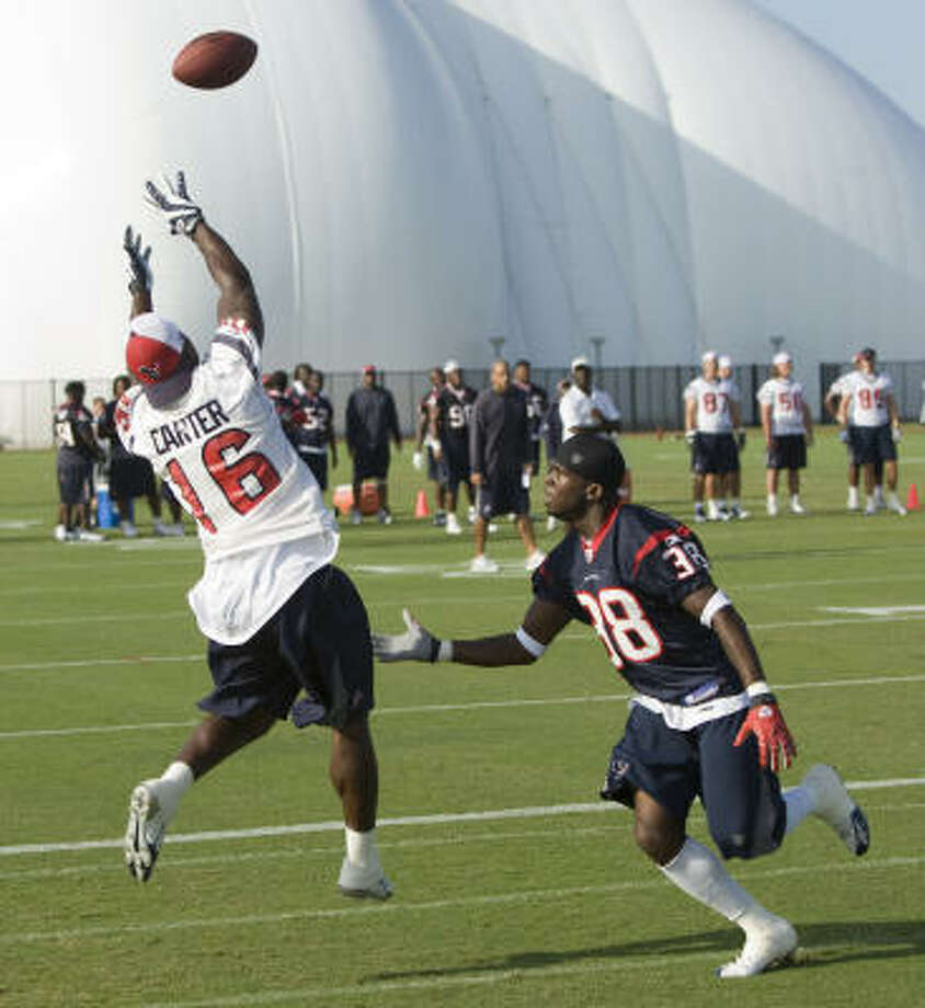 Aug. 8:Texans receiver Tim Carter (16) leaps to make a catch in the end zone in front of cornerback Demarcus Faggins. Photo: Brett Coomer, Chronicle
