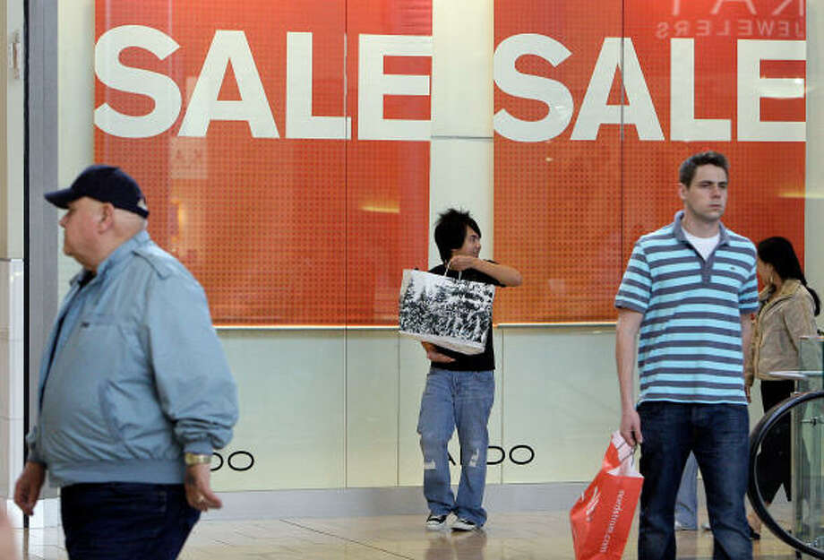 Shoppers cruise for bargains on the day after Christmas at the Galleria in Houston. Photo: Melissa Phillip, Houston Chronicle