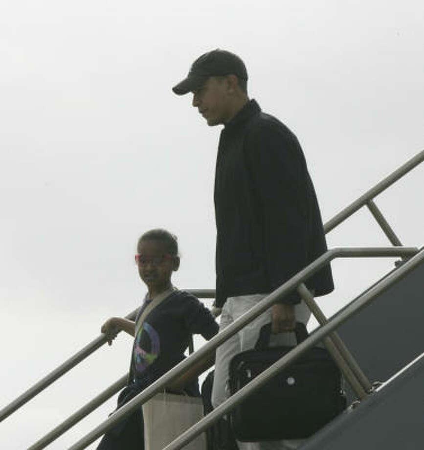 President-elect Barack Obama and his daughter Sasha arrive at Honolulu International Airport Saturday, Dec. 20. Photo: Lawrence Jackson, AP