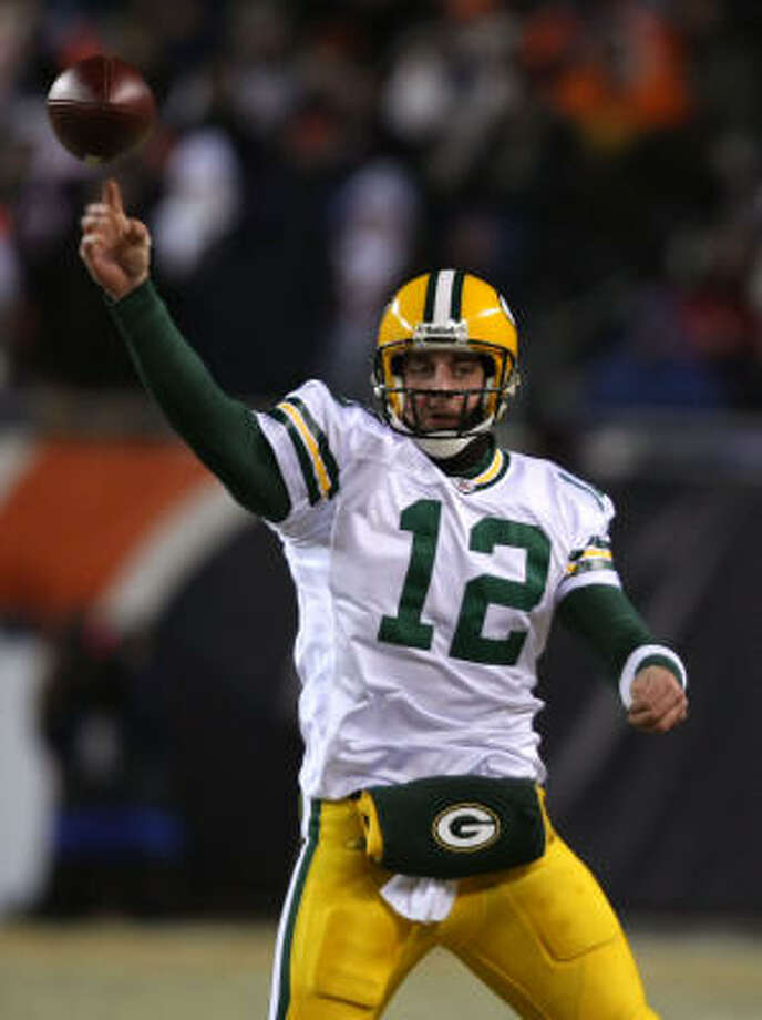 Green Bay quarterback Aaron Rodgers threw two touchdowns in the first half of Monday night's game against Chicago, allowing the Packers to take a 14-3 lead into the locker room at halftime. Photo: Jonathan Daniel, Getty Images
