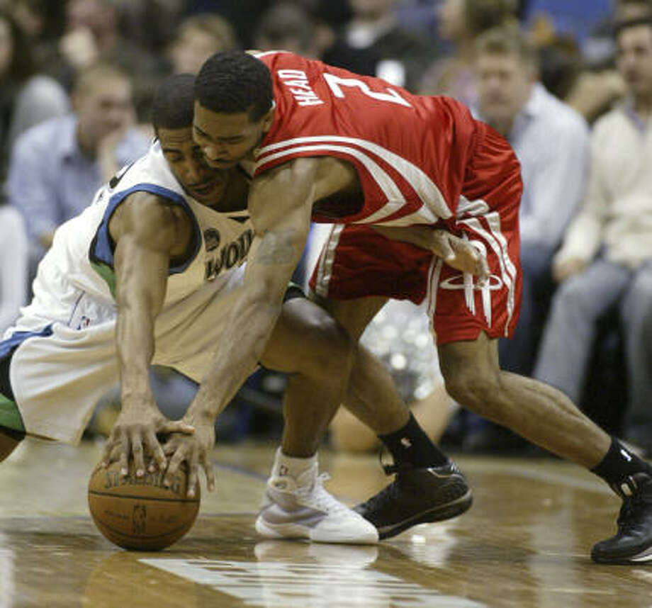 Timberwolves guard Kevin Ollie, left, battles for a loose ball with Luther Head in the second half Saturday. Head played 19 minutes off the bench in Minnesota, made 6 of 7 shots and had 16 points, handling the ball well enough to collect three assists without a turnover. Photo: Paul Battaglia, AP