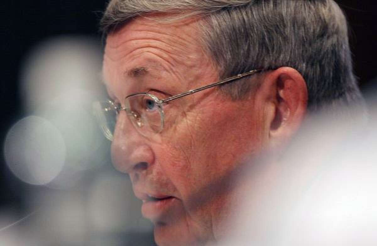 Former Exxon Mobil Chairman and CEO Lee Raymond testifies before a Senate committee in 2005.