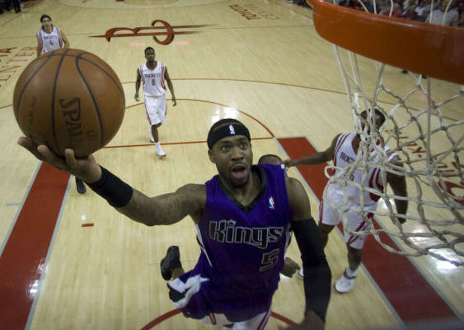 Kings guard Bobby Brown soars to the basket for a layup in the second half. Photo: James Nielsen, Chronicle