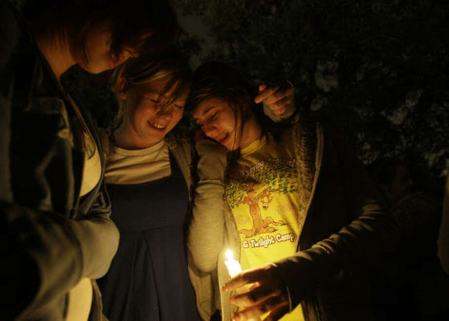 Corena Burton, left, 13, Abby Stackhouse, center, 14, and Gabbie Digiacomo, right, 13,  confort each other during the candlelight vigil for their schoolmate on Dec. 17. Photo: Melissa Phillip, Houston Chronicle