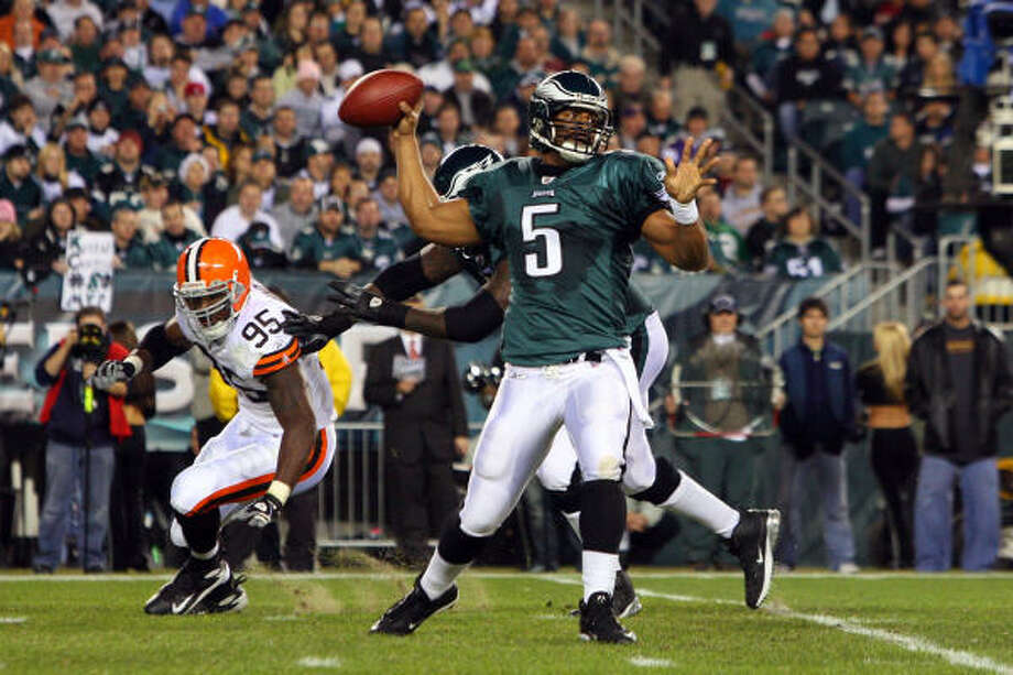 Philadelphia quarterback Donovan McNabb (5) threw for 290 yards and two touchdowns to lead the Eagles to a 30-10 win over the Cleveland Browns on Monday night at Lincoln Financial Field in Philadelphia. Photo: Jim McIsaac, Getty Images