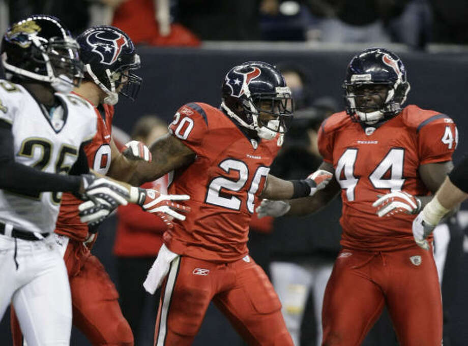 Dec. 1, 2008:Rookie running back Steve Slaton (20) made a splash in the Texans' Monday Night Football debut, rushing for 130 yards and two touchdowns in a 30-17 win over Jacksonville. Mario Williams also had a big night, recording three sacks. Photo: Brett Coomer, Chronicle