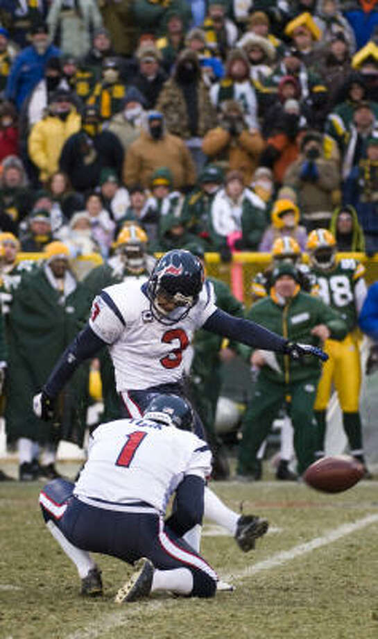Texans kicker Kris Brown (3) made a 40-yard field goal from the hold of punter Matt Turk as time expired to give the Texans a 24-21 victory over the Green Bay Packers on Sunday at Lambeau Field. Photo: Smiley N. Pool, Chronicle