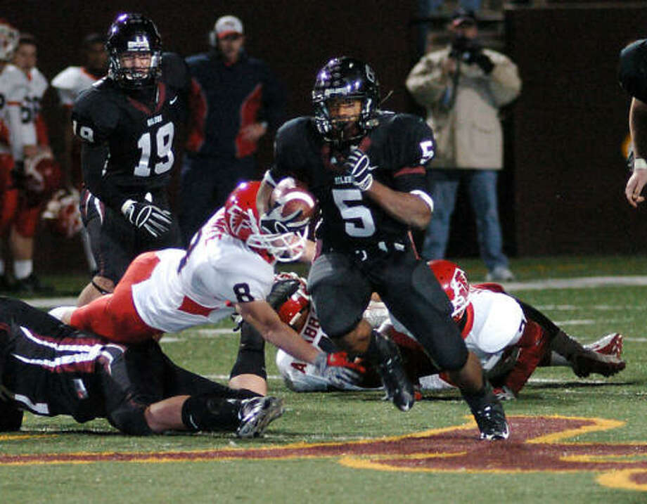 Pearland running back Kasey Carrier has rushed for 1,946 yards and 32 touchdowns. Photo: Kirk Sides, For The Chronicle