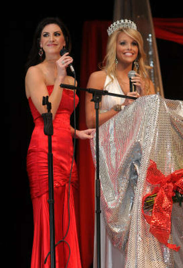 MISS TOMBALL PAGEANT:Nicole O'Brian-Ballard, left, 2000 Miss Teen Texas USA and 2003 Miss Texas USA, and Brooke Daniels, 2009 Miss Texas USA, served as Masters of Ceremonies for the 43rd Annual Miss Tomball Pageant. Photo: Jerry Baker, For The Chronicle