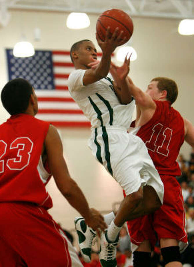 Strake Jesuit's Tim Frazier drives to the basket against St. Thomas'  Try Guidry, left, and Stephen White. Photo: Sharon Steinmann, Chronicle