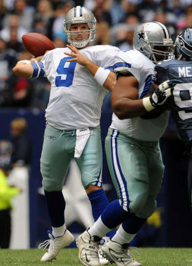 Cowboys 34, Seahawks 9Dallas Cowboys quarterback Tony Romo drops back to pass against the Seattle Seahawks in the first quarter at Texas Stadium. Photo: Ronald Martinez, Getty Images
