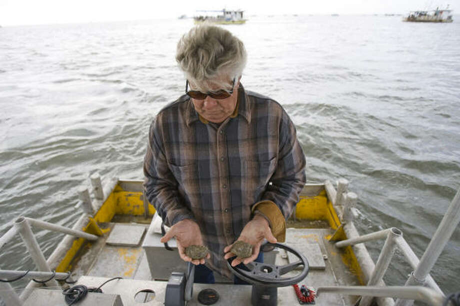 Ben Nelson, of Jeri's Seafood, brings a few oysters back to his office to taste and inspect. He is worried about losing product because of Hurricane Ike. Photo: Nick De La Torre, CHRONICLE
